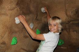 indoor bouldering 4 online